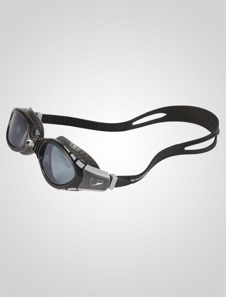 En smoke eller sort linse, reducerer mængden af lys, der kommer ind til øjnene. Smoke-udgaverne tillader relativt meget lys at komme ind, imens sorte linser, formørker synet betragteligt.